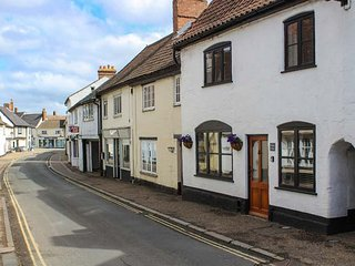 DAMGATE COTTAGE, family friendly, character holiday cottage in Wymondham, Ref