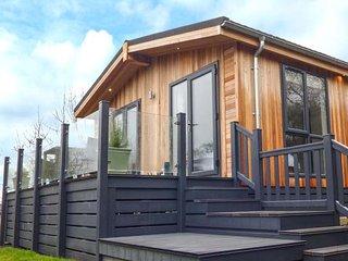 CROOK, lodge, woodburner, hot tub, open plan, nr Allithwaite, Ref 937354