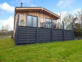 CROOK, lodge, woodburner, hot tub, open plan, nr Allithwaite, Ref 937354