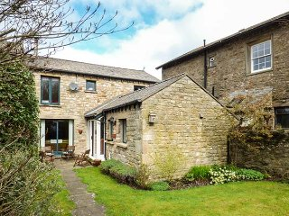 WENNINGTON COTTAGE, woodburner, large garden, 3 bedrooms, near Lancaster, Ref 95