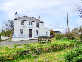 BRYN MOR, period detached house, open fire, pets welcome, lawned gardens