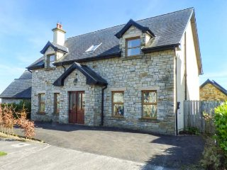 SARTO, detached house, WiFi, ground floor bedroom, all bedrooms en-suite, Cavan
