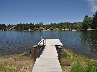 Luxe Lakefront Private Dock Kayak WIFI CentralA/C Slps10-12 Near Yosemite