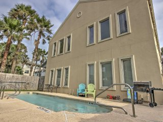 South Padre Condo w/Pool Access-Walk to the Beach!