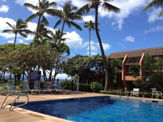 Oceanfront large unit with view of Molokai and Lanai available 6/9-6/16 2017