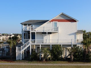 Perfect CanalWaterfront Near Beach Large home 4br4ba Kayak-Internet 1 Wilmington