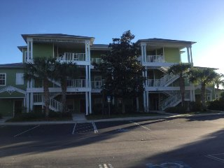 Stunning 3 bed condo completely renovated less than 10 mins from Disney