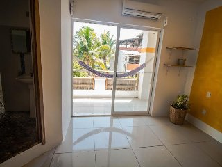 Room 22, private bathroom and balcony, kingsize bed, pool, 3 min. from the ocean