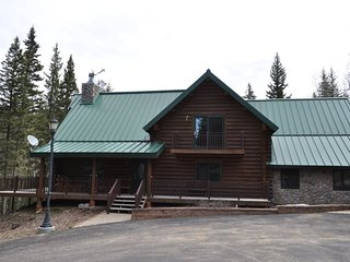 Bear Butte Gulch Lodge - beautiful log cabin in private location!