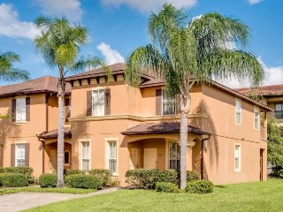 Elegant 4 Bedroom Townhome Close to Pool Area and located near Disney