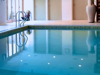 Beautiful 2 bed 4* Gold Cottage, Indoor Pool, Rural Setting fabulous views