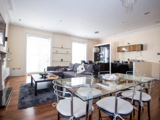 Luxurious 2 Bedrooms | 2 Bathrooms En-Suite | Large Terrace in Regent's Park, Londres