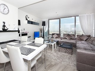 Signature Holiday Homes- Luxury Studio Apartment, D1 Residences, Dubai