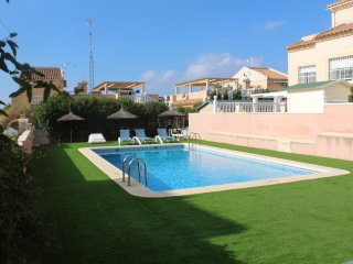 Lovely 3 bedroom house with communal swimming pool