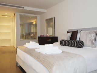 Signature Holiday Homes- Luxury 3 Bedroom Apartment, D1 Residences, Dubai