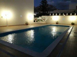 Appartamento Marylin in residence con piscina e posto auto privato 300 mt dal mare