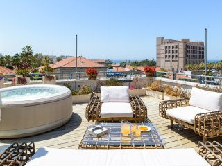 Penthouse NeveTsedek Sea&Yafo view Jacuzzi Parking