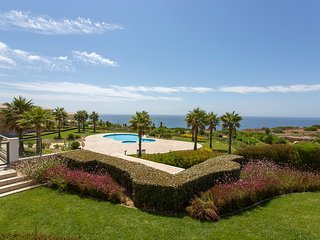 Stunning 5* Apartment with un-interrupted Sea Views, Porto de Mos, Lagos