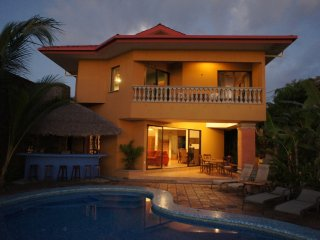 Beach Front 6 BR Casa Dulce - Party on the beach! Prime Location