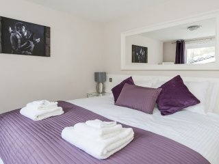 Hedgemead Court, 2 Bed Luxury Apartment in Bath with Private Parking
