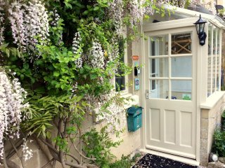 Brooks View, Romantic 1 Bed holiday Cottage with Private Garden in Bath. Calm