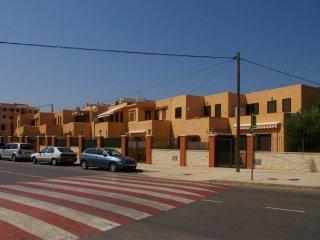 Urbanización Peñíscola Residencial, bajo con jardín, piscina y junto a la playa.