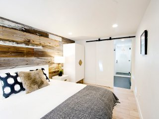 Remodeled 1BR in Carriage House-Parking for 1-Walkable in West Highland!