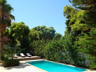 Luxury Villa in Athenian Riviera with Outdoor Pool & Hamam(up to 12Guests)
