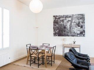 Chartrons joli appartement pour 2