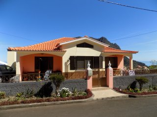 "Pereira""s House - Mountain & Sea"