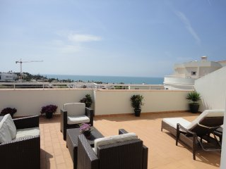 1 Bed Penthouse Apartment in Porto de Mos - Fantastic Sea Views - Free Wifi