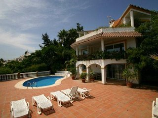 2 bedroom 2 bathroom apartment with swimming pool and spectacular sea views