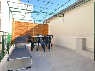 Apartments Mantulov - Two Bedroom Apartment with Terrace (Mali), Vodice