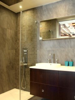 Bathroom with large Italian 'rain shower'