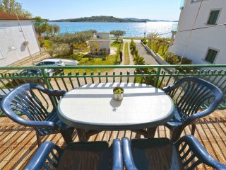 Apartments Mantulov - Two Bedroom Apartment with Terrace and Sea View (Veliki), Vodice