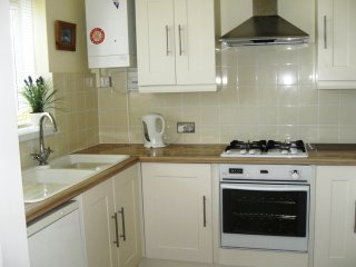BOURNECOAST: DELIGHTFUL 3 BEDROOM  FAMILY HOME - HB131