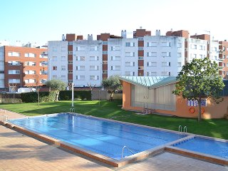 EXCELENTE PISO AL LADO DE MAR: 2 dormitorios y balcón, moderno