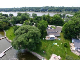5 bedroom home on tranquil lake, Hustisford