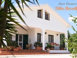 VILLA ROSSELLA Wifi gratis, ambienti climatizzati, giardino e posto auto privati