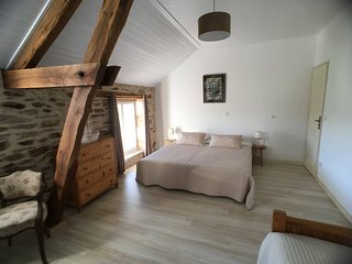 Welcome to La Rame 3, a beautiful B&B room for 3 in an old farm in de Dordogne.