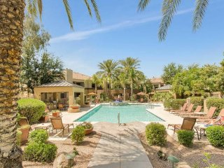 SCOTTSDALE RESORT-STYLE LIVING