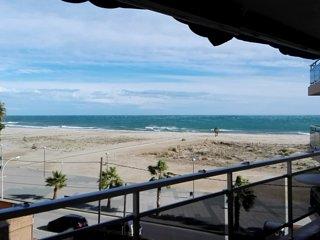 Torredembarra 3 habs. 2 baños 1ª línea, vistas a la playa (cerca de Barcelona)