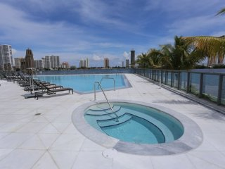 Beautiful Luxury water front condo in Aventura