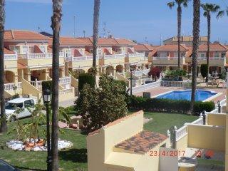 Bungalow planta baja en urbanización con 3 piscinas en la zona de Cabo Roig