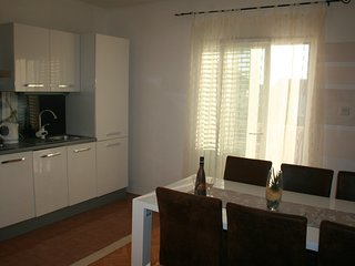 Apartment 4 + 2 with balcony and sea view, Privlaka