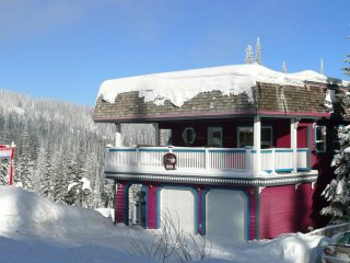 Sunset Peak - 3 Bedroom / 3 Bathroom Vacation Home on the Skyway, Silver Star