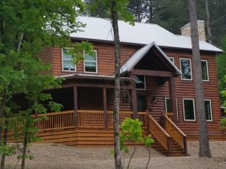 """On the Rock"" Luxury Lodge; 5 Bdrms;4 Bths; Fire Place; Hot Tub; Fire Ring"