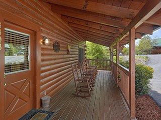 Lrg 8BR/8BA Lodge,Home Theater, Pool Table, Hot Tub View! Easy access!! sleep 22
