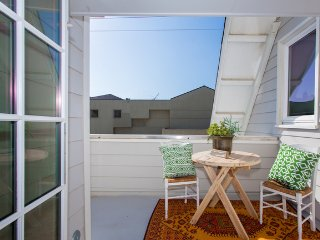 Gorgeous Ocean Views Venice Villa Sleeping 8 with Big Private Patio and Roofdeck