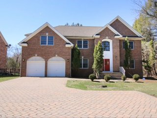 Affordable Luxury- Beautiful 5 Bedroom Home, Paramus